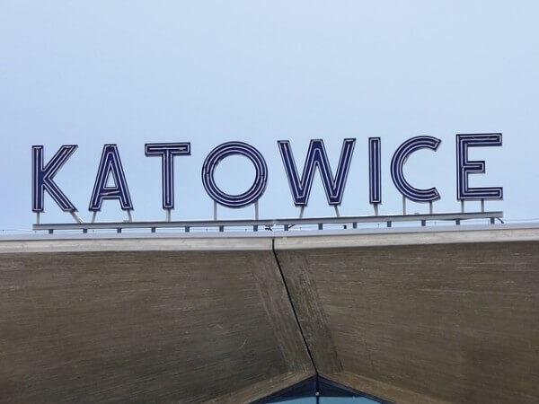 napis na dworcu w Katowicach