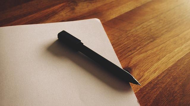 Pusta kartka i długopis