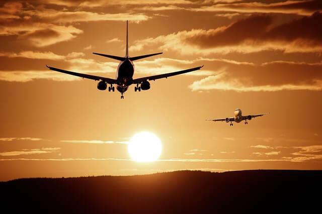 Jak latać za grosze? 6 pomysłów jak zabukować bilet i nie zbankrutować
