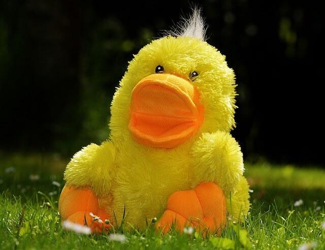 Żółta kaczuszka - zabawka dla dziecka