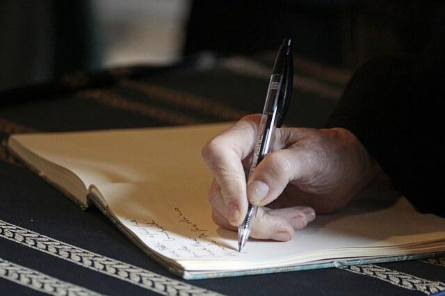 Esej popularnonaukowy – jak napisać?