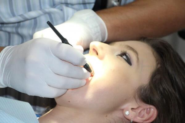 Popularne zabiegi dentystyczne