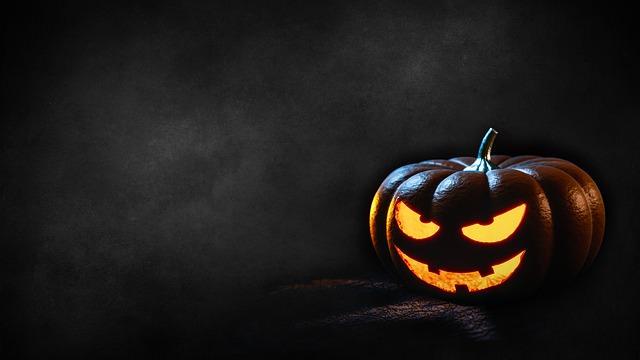 Co zobaczyć w Halloween – 10 filmów, które trzeba trzeba znać