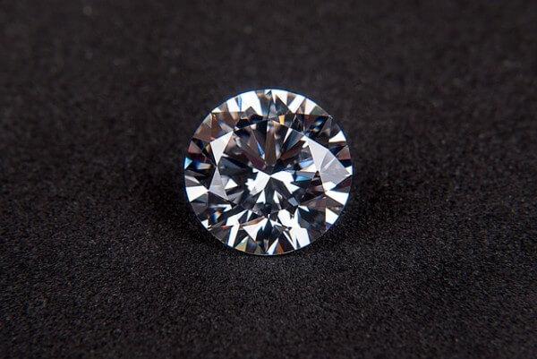 skrzący się diament