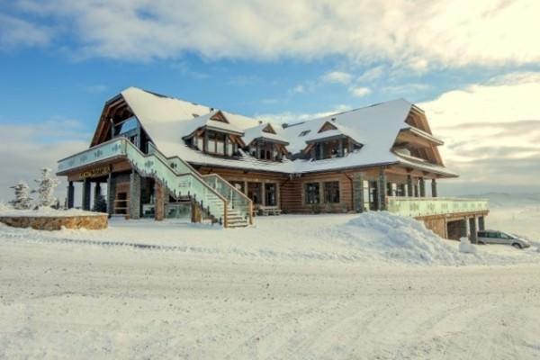 hotel wśród śniegu