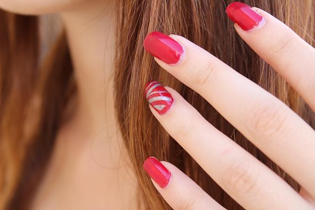 Jak dbać o paznokcie u rąk? 10 zasad pielęgnacji paznokci