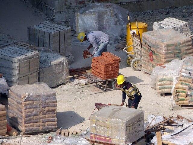 Artykuły BHP, których potrzebuje produkcja, budownictwo, przemysł