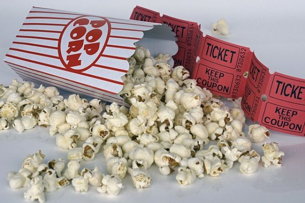 bilety do kina i prażona kukurydza