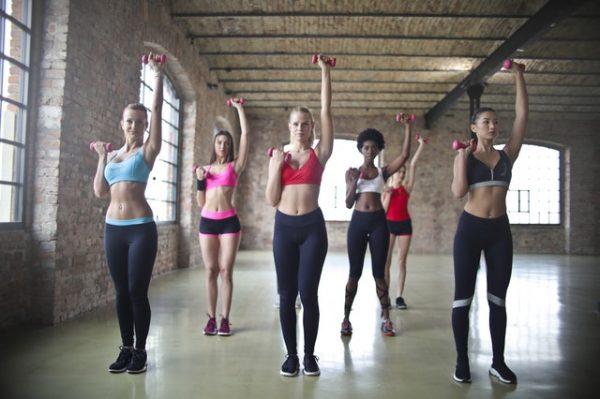 Kobiety ćwiczące aerobik