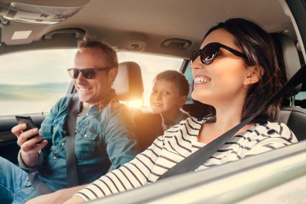 Rodzina w podróży autem