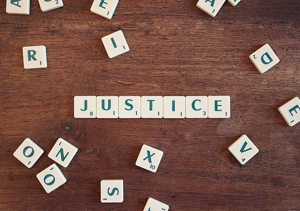 Napis sprawiedliwość