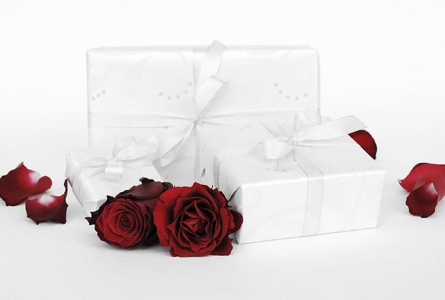 Co na prezent ślubny? Pomysły na praktyczne prezenty ślubne