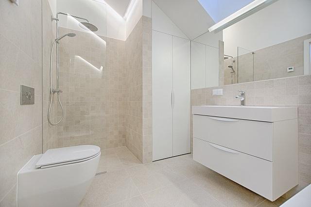 Na czym skupić się wyposażając łazienkę?