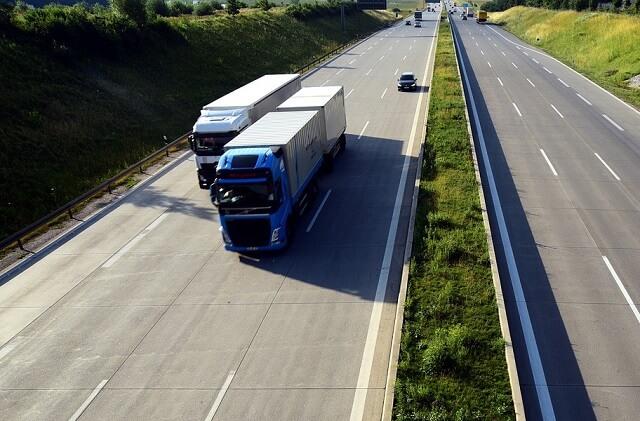 Transport w temperaturze kontrolowanej – co oznacza? Jakie produkty wymagają takiego transportu?