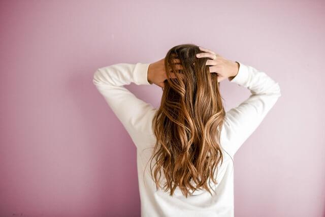 Jaki szampon przeciw wypadaniu włosów dla mężczyzn, a jaki dla kobiet?