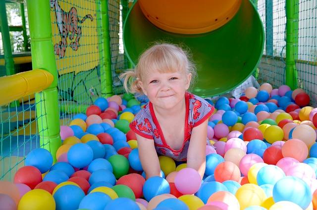 Budowa sali zabaw dla dzieci – od czego zacząć?