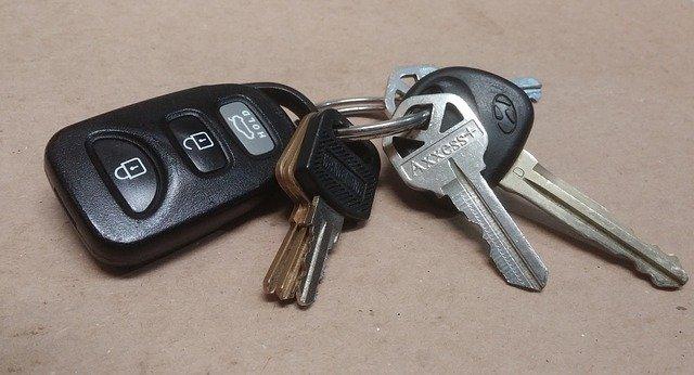 Kupno nowego samochodu – jakie formalności trzeba wypełnić?