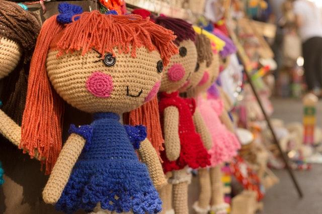 Jaka lalka dla małej dziewczynki? Pierwsza lalka