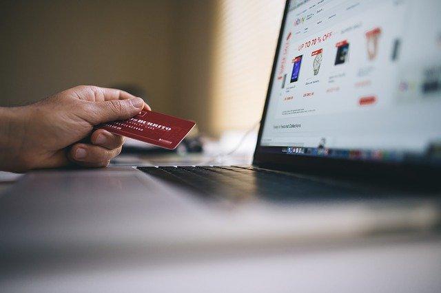 Bezpieczne zakupy w internecie — jakich zasad trzeba przestrzegać?