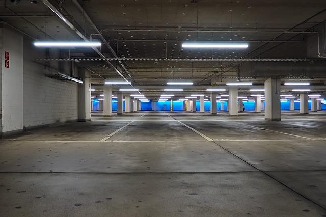 Ścianka szczelna a szczelinowa – która przy budowie parkingu podziemnego?